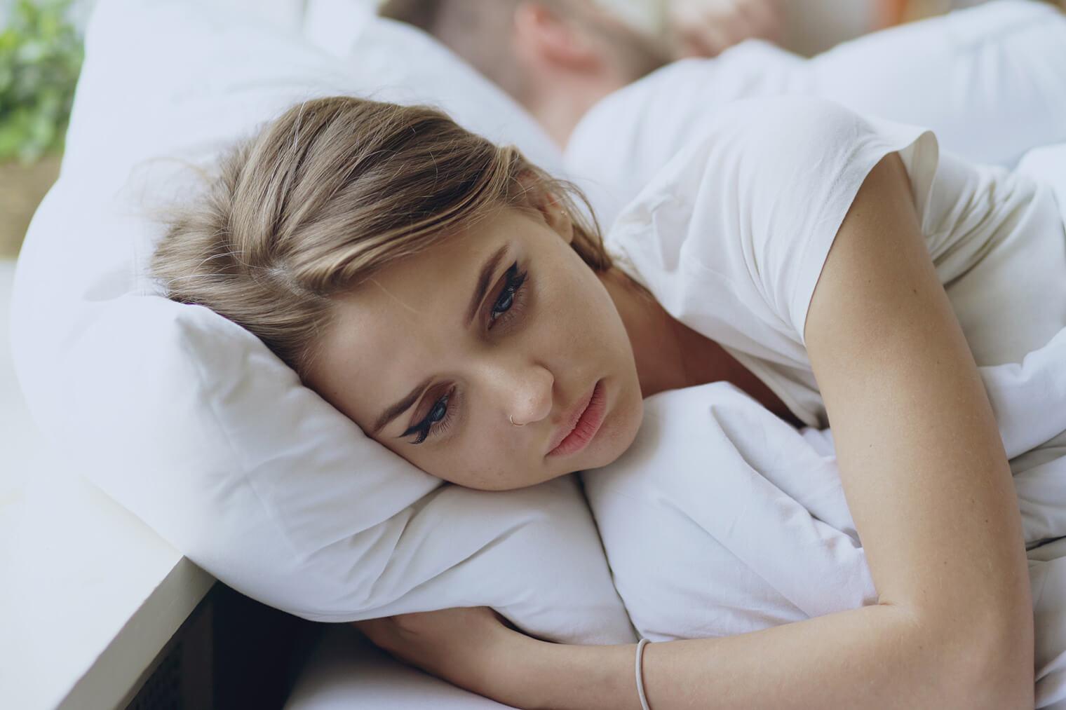 Traurige Frau will ihren Ex zurück