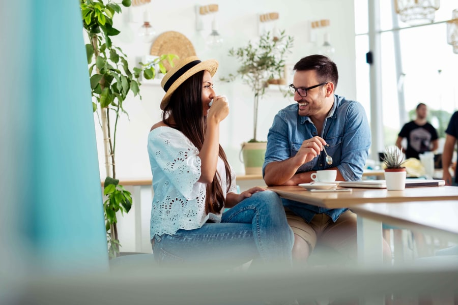 Gespräch im Café